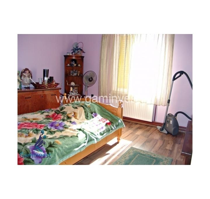 In vendita casa di 7 vani vicino a osorhei bihor romania for Una storia case in vendita vicino a me