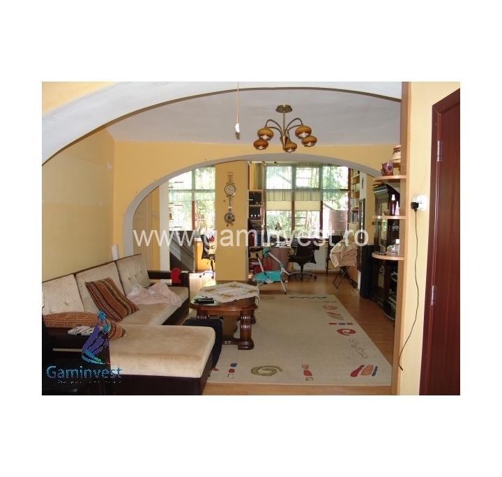 In vendita casa 4 stanze in oradea bihor romania for Casa con 6 camere da letto in vendita vicino a me