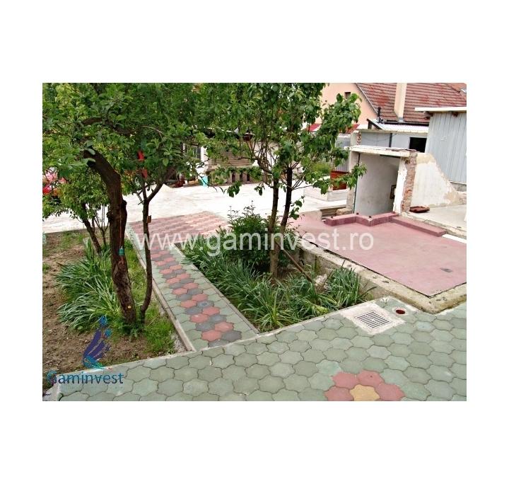 In vendita casa con terreno vicino a oradea bihor romania for Case 5 camere da letto in vendita vicino a me